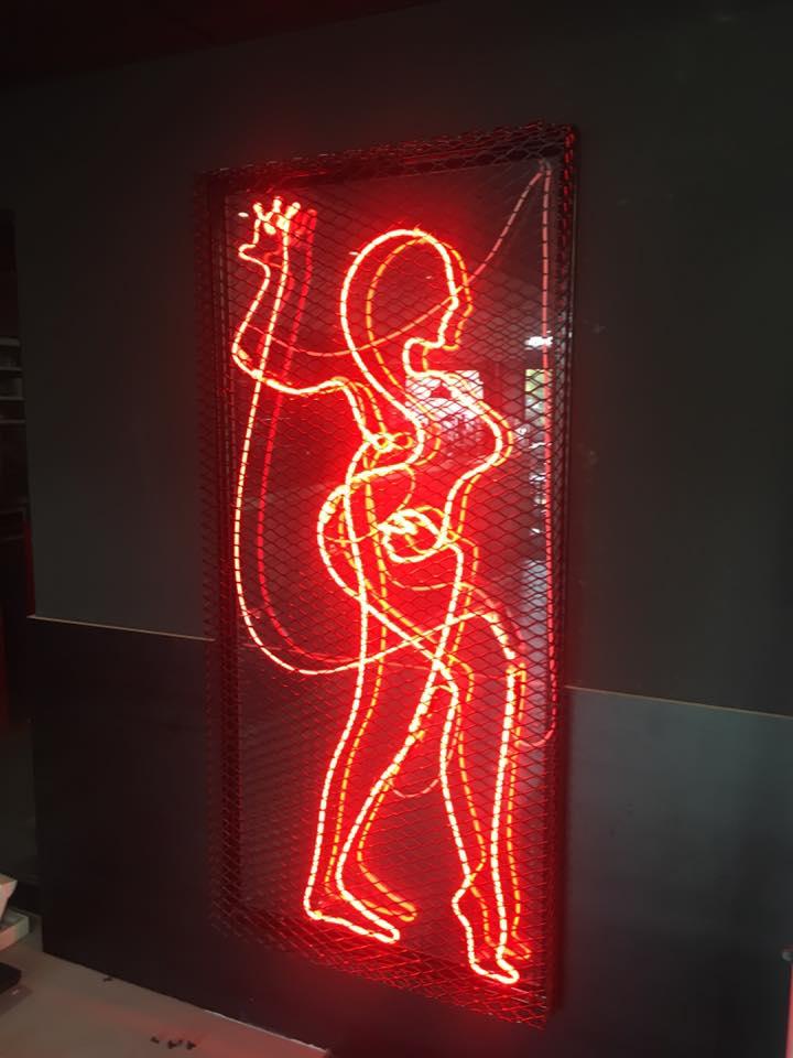 Installation de la signalétique pour les 20 ans du Ninkasi Gerland